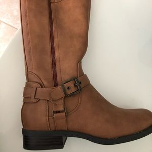 GUESS tan riding boots